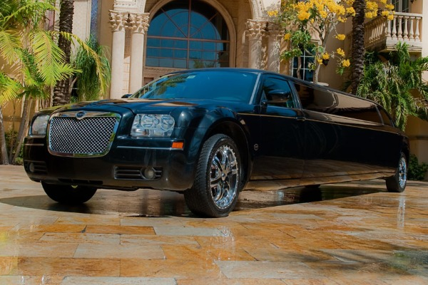 8 Person Chrysler 300 Limo Service Charlotte