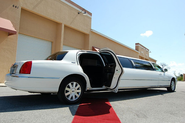 8 Person Lincoln Stretch Limo Charlotte
